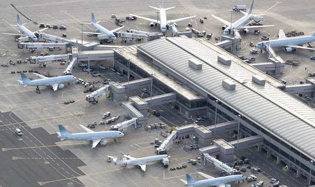 airplanes at an airport hanger
