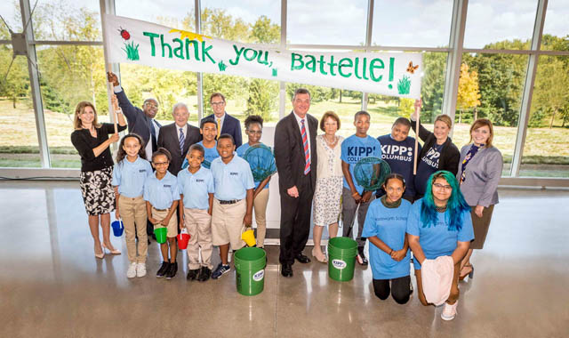 Students holding a thank-you sign with Battelle CEO Jeff Wadsworth
