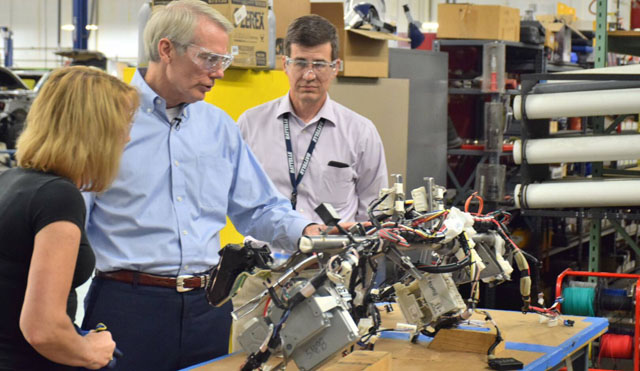 Sen. Portman reviews Battelle's advanced manufacturing capabilities